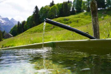 Вода ллется из крана